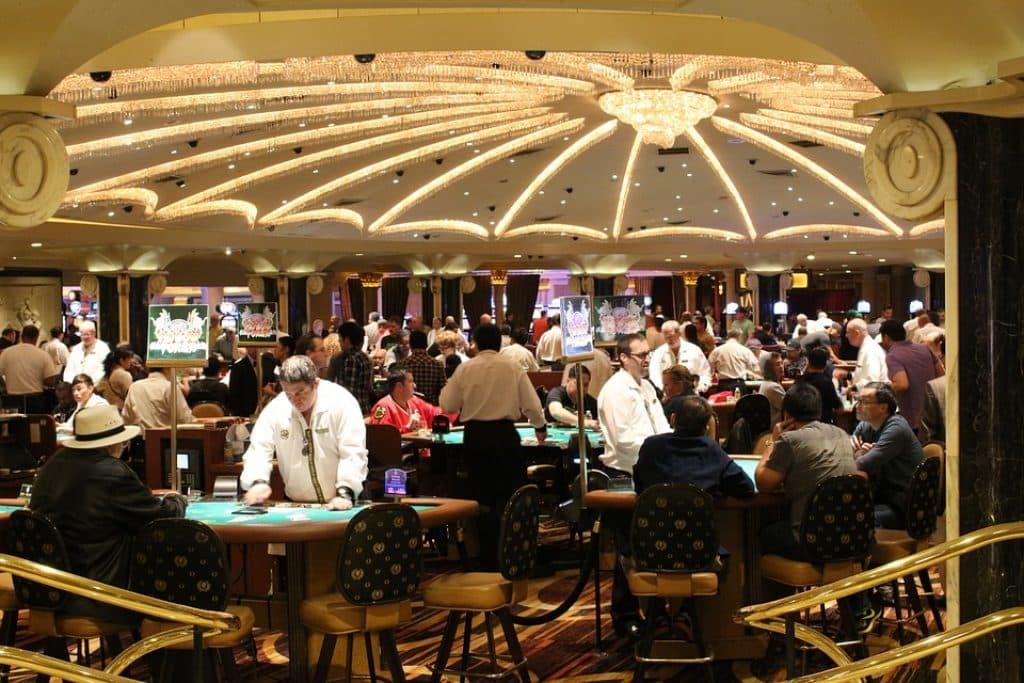 Certains casinos organisent des tournois de poker