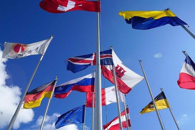 drapeau suisse qui flotte